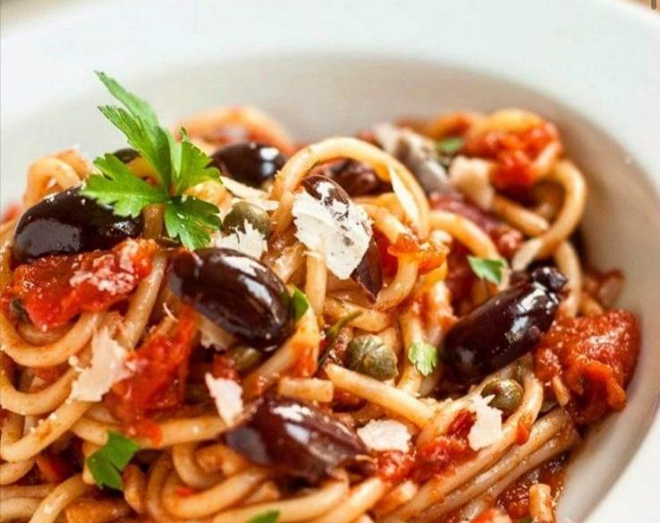 Spaghetti Olive e Capperi di Salina: Deliziosi e facili da cucinare