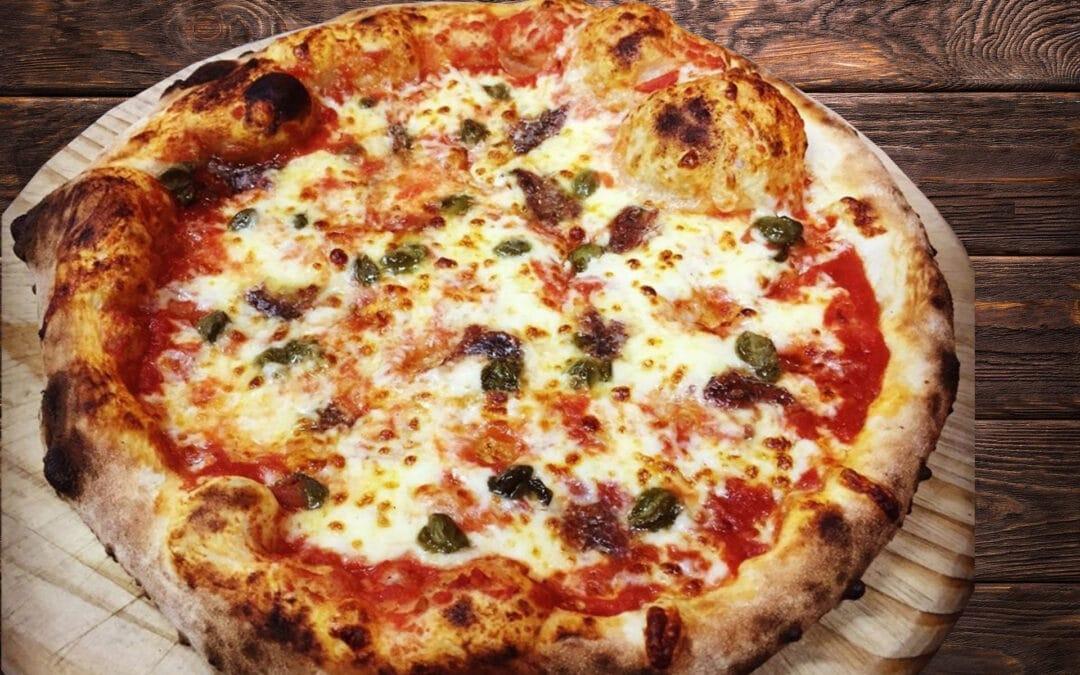 Pizza con Capperi, Acciughe e Pomodoro Seccagno di Salina