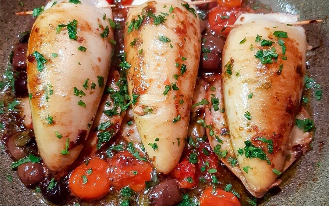 Calamari Ripieni con Capperi di Salina e Olive al Sugo